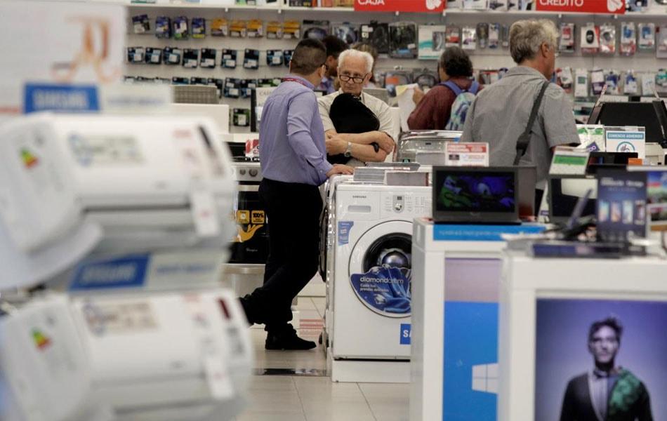 Por la subida del dólar algunos comercios suspendieron la venta