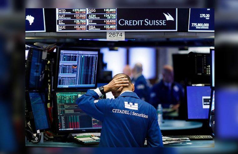 Los mercados mundiales vuelven a caer y el riesgo país marca un nuevo pico de casi 3.000 puntos