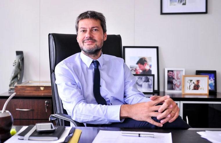 """Matías Lammens: """"No es una locura jugar el fútbol en una sola sede"""""""