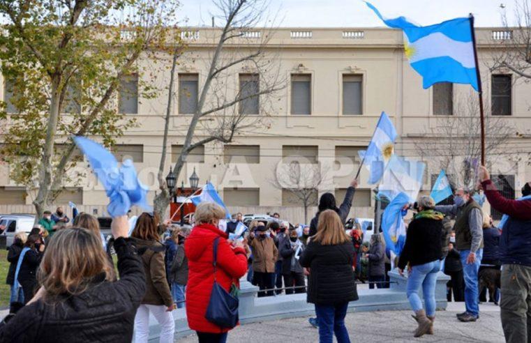 """En Pergamino también hubo """"banderazo"""" y caravanas de protesta"""